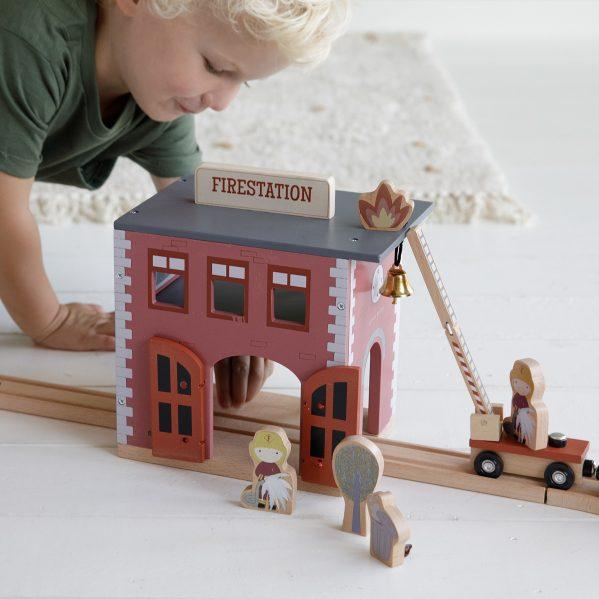 LITTLE DUTCH Drewniana remiza strażacka
