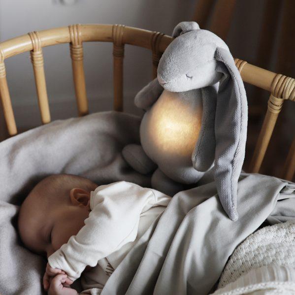 MOONIE szumiący króliczek z lampką SILVER chwalipietka