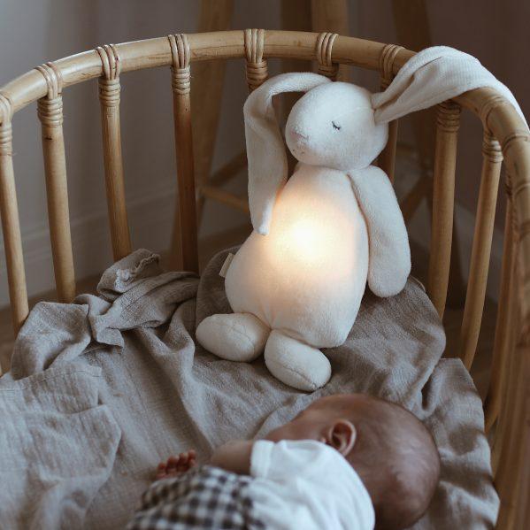 MOONIE szumiący króliś z lampką CREAM chwalipietka