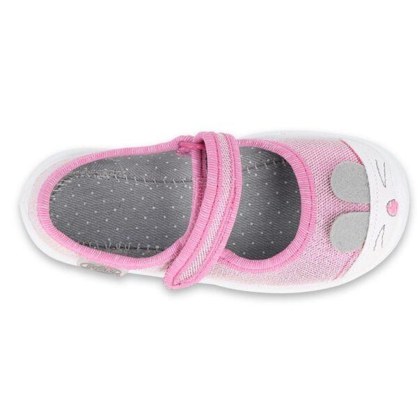 Urocze zwierzątka wskoczyły na noski butów Befado!Dziewczęce balerinkiMaxi chronią stopy dziecka przed powstaniem płaskostopia, dając im swobodę ikomfort podczas wielu godzinspędzonych w żłobku czy na zabawach na dworze. Zapięcie na rzep sprawia, że buciki nie spadają i lepiej podtrzymują stopę najmłodszych.