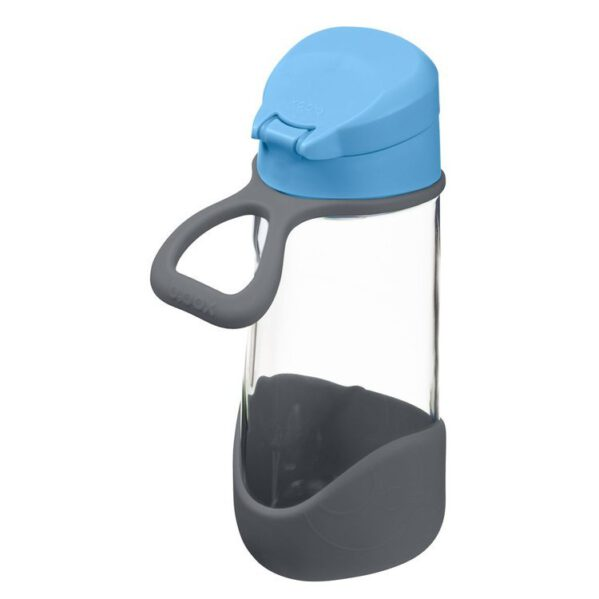 Sportowa butelka dla dzieci. Niezbedna na wycieczce, spacerze, w szkole i na treningu. Wygląda jak szklana ale jest wykonana z bezpiecznego Tritanu, co sprawia że jest lżejsza, trwalsza i dużo bezpieczniejsza dla dzieci. Nie wpływa na zapach i smak picia. Jej rójkątny kształt jest dużo wygodniejszy, lepiej leży w dziecięcych dłoniach. To świetna butelka dla aktywnych dzieci oraz dorosłych.