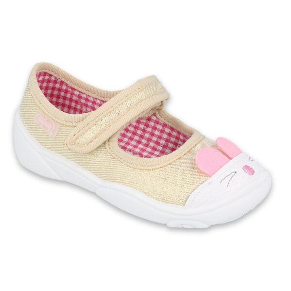 Urocze zwierzątka wskoczyły na noski butów Befado!Dziewczęce balerinki Maxi chronią stopy dziecka przed powstaniem płaskostopia, dając im swobodę ikomfort podczas wielu godzinspędzonych w żłobku czy na zabawach na dworze. Zapięcie na rzep sprawia, że buciki nie spadają i lepiej podtrzymują stopę najmłodszych.