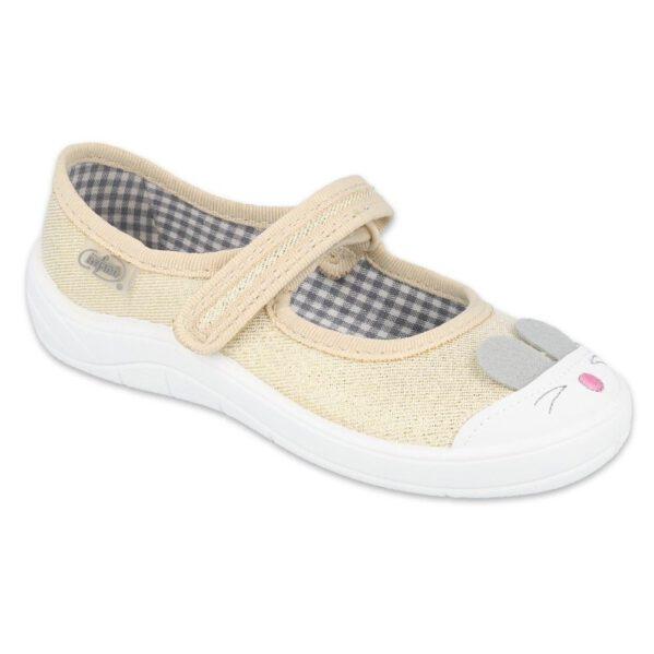 Lekkie, zapinane na rzep balerinki Tim z uroczymi zwierzątkami, które wskoczyły na noski bucików.Elastyczne podeszwy gwarantuje dziecku odpowiednie zginanie stopy podczas dziecięcych aktywności. Buciki, które mogą służyć jako buty zamienne, można nosić także na zewnątrz w wiosenne, ciepłe dni.