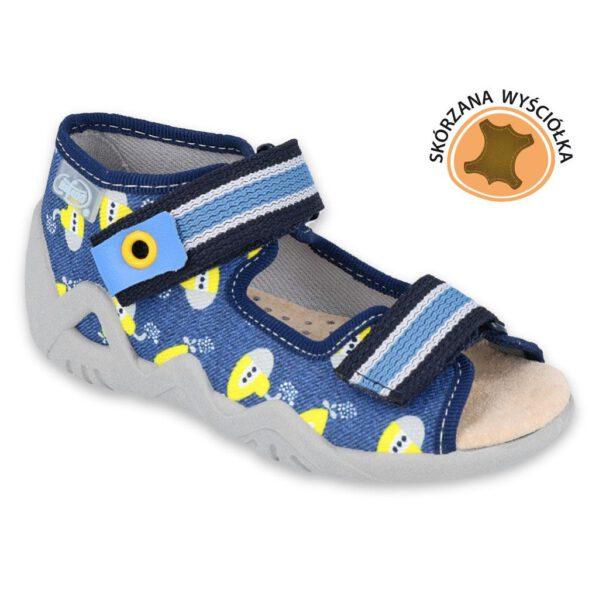 Sandałki chłopięce Snake ze skórzaną wkładką, która znacznie poprawia komfort noszenia obuwia, szczególnie w cieplejsze dni, kiedy stopy dziecka narażone są na wzmożoną potliwość. Łatwe do założenia sandały mogą być użytkowane także w środku - jako obuwie zamienne w żłobku, przedszkolu czy jako kapcie po domu. Wygodne i praktycznezapięcia na rzepdają możliwość regulacji, więc tego typu obuwie polecane jest dla dzieci z tęższą stopą.