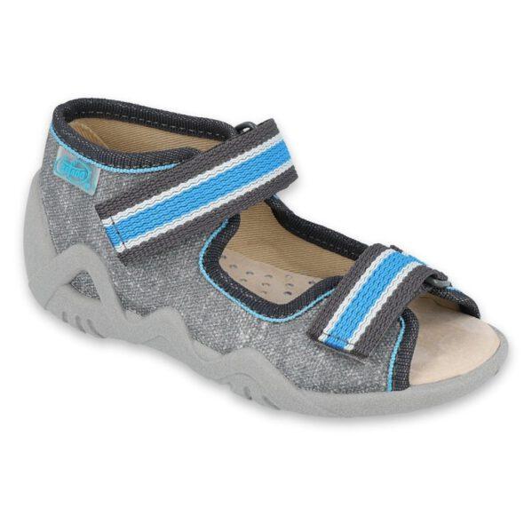 Sandałki chłopięce Snake ze skórzaną wkładką, która znacznie poprawia komfort noszenia obuwia, szczególnie w cieplejsze dni, kiedy stopy dziecka narażone są na wzmożoną potliwość. Łatwe do założenia sandały mogą być użytkowane także w środku - jako obuwie zamienne w żłobku, przedszkolu czy jako kapcie po domu. Wygodne i praktycznezapięcia na rzep dają możliwość regulacji, więc tego typu obuwie polecane jest dla dzieci z tęższą stopą. Oddychająca podeszwaułatwia wentylację stopy, asystem Flex-Bzapewnia zginanie się spodu w miejscu zalecanym przez ortopedów. Żółty insert w podeszwie jest oznaczeniem oryginalności.