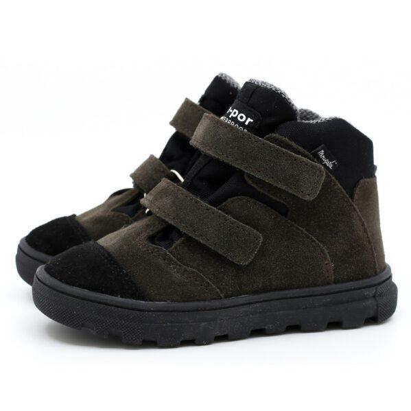 Mrugała trzewik NEO z membraną TE-POR wyprodukowano ręcznie w polskiej rodzinnej firmie. Nowość w kolekcji butów Mrugała w wersji przejściowej jesienno-zimowej, zabezpieczona membraną całoroczną TE-POR z lekkim kocykiem - buty idealne na temperatury -5 oraz + 15 stopni. Trzewiki ANDY są wodoodporne i oddychające, lekkie i bardzo wygodne w chodzeniu. Trzewiki wykonano ze skóry naturalnej, wyprawianej bez użycia chromu i innych szkodliwych chemikaliów. Wewnątrz obuwia znajduje się profilowana, wyciągana wkładka, którą w razie potrzeby można zastąpić wkładką ortopedyczną. Usztywniony zapiętek buta uchroni dziecięce stopy przed ich koślawieniem. Trzewiki zapinane są na dwa rzepy dzięki którym możliwe jest idealne dopasowanie buta do różnej tęgości dziecięcej stopy. Buciki sprawdzą się dla dzieci z wysokim podbiciem oraz tych o chudej długiej stópce.
