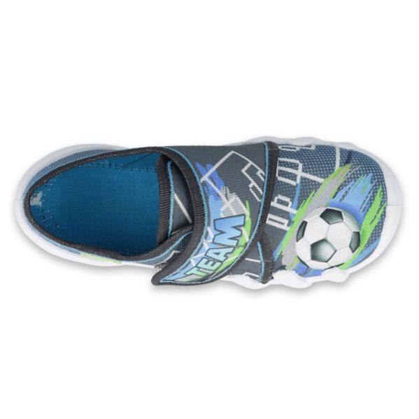 """Na zewnątrz lub do noszenia w domu i przedszkolu - lekkie buciki Befado zostały zaprojektowane tak, aby dzieci szybko i samodzielnie je założyły. Dłuższy pobyt w przedszkolu będzie bardziej komfortowy dzięki miękkiej wyściółce Soft-B oraz podeszwie, która amortyzuje wstrząsy, które powstają podczas bardzo aktywnego dnia w życiu Twojego """"żywego srebra""""."""