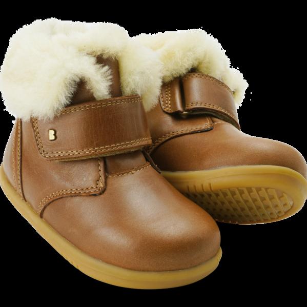 BOBUX buty dziecięce I WALK rozm. 22-26 - DESERT ARCTIC CARAMEL. Serię I Walk zaprojektowano specjalnie z myślą o dzieciach które potrafią już dobrze chodzić. NOWOŚĆ!Bobux Desert Arctic-WODOODPORNY, ocieplonyWEŁNĄ MERYNOSA. BobuxDESERT Arcticto idealny but na zimę:zastosowanie ocieplenia z wełny merynosa (również na wkładce) świetnie odprowadza wilgoć i zapewnia ciepło w najzimniejsze dni,wewnętrzna wodoodporna membrana chroni stopy przed wilgocią z zewnątrz,zapinanie na rzep zapewnia możliwość regulacji i idealnego dopasowania.kołnierz z owczej wełny, aby stopom było ciepło i przytulnie. Do ocieplenia butów zastosowanonaturalną wełnę z merynosów, która doskonale izoluje, nie gryzie oraz jest materiałem oddychającym - że but doskonalesprawdzi się zimą