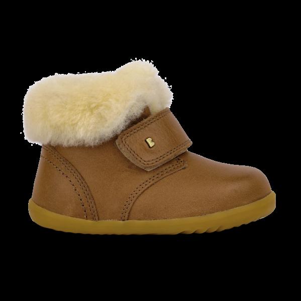 BOBUX buty dziecięce Step Up rozm. 20-22 - DESERT ARCTIC CARAMEL. Seria Step up została zaprojektowana specjalnie dla dzieci uczących się chodzić, które przemieszczają się w pionie. NOWOŚĆ!Bobux Desert Arctic-WODOODPORNE, ocieplone WEŁNĄ MERYNOSA. BobuxDESERT Arcticto idealny but na zimę: zastosowanie ocieplenia z wełny merynosa (również na wkładce) świetnie odprowadza wilgoć i zapewnia ciepło w najzimniejsze dni, wewnętrzna wodoodporna membrana chroni stopy przed wilgocią z zewnątrz, zapinanie na rzep zapewnia możliwość regulacji i idealnego dopasowania.kołnierz z owczej wełny, aby stopom było ciepło i przytulnie.