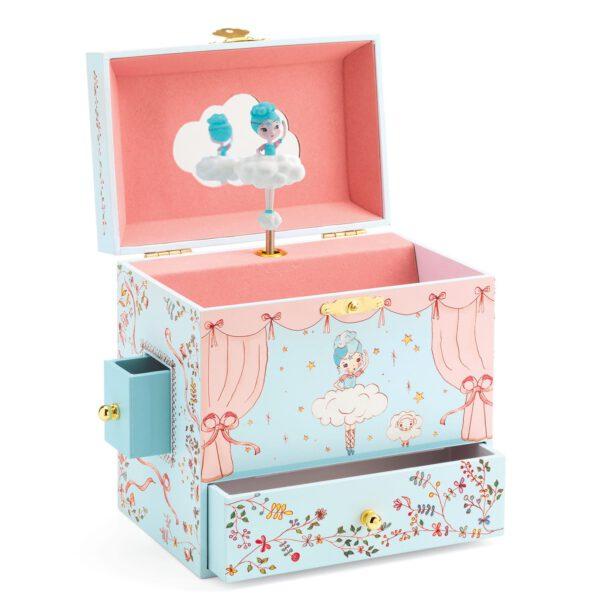 """Urocza szkatułka z pozytywką - pięknie zaprojektowane muzyczne pudełko na biżuterię zszufladką. Na wierzchu motyw tańczącej BALERINY, wewnątrz lusterko i figurka BALERINY, która kręci sie grając melodyjkę. Pozytywka uruchamia sie po otwaciu wieczka. Śliczna ozdoba do dziecięcego pokoju. Melodia pozytywki:""""Romance de l'amour"""""""